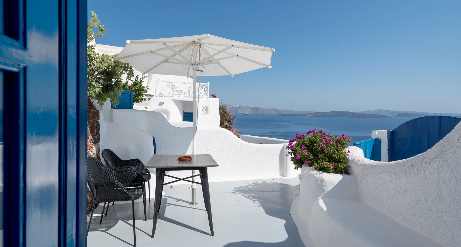 Strogili Rooms in Oia Santorini with sea view
