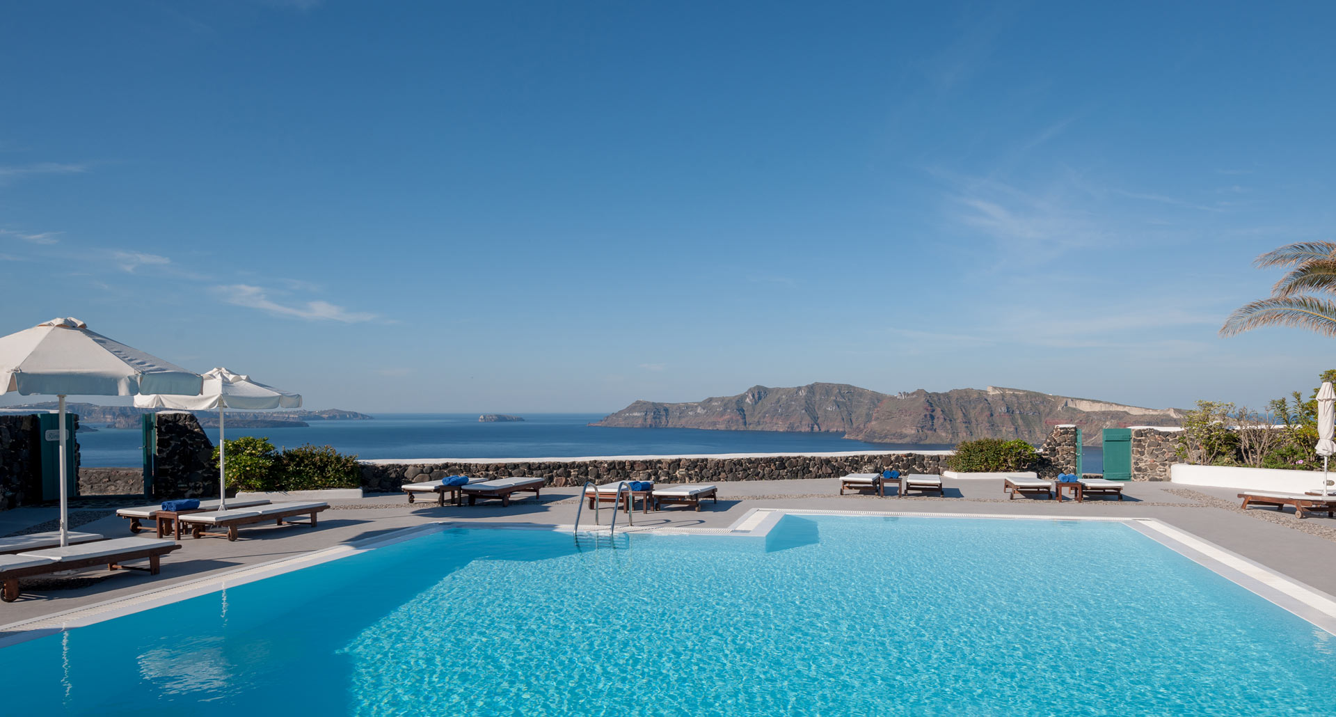 Strogili Hotel with pool in Oia Santorini